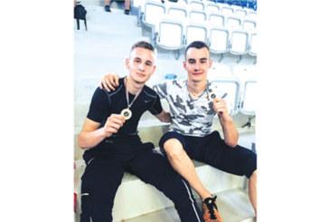 Гладиаторите от Дупница №1 на държавното по олимпийско таекуон-до, брат отказа да се бие с батко си на финала