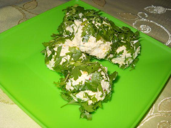 Топки със сирене и варени яйца