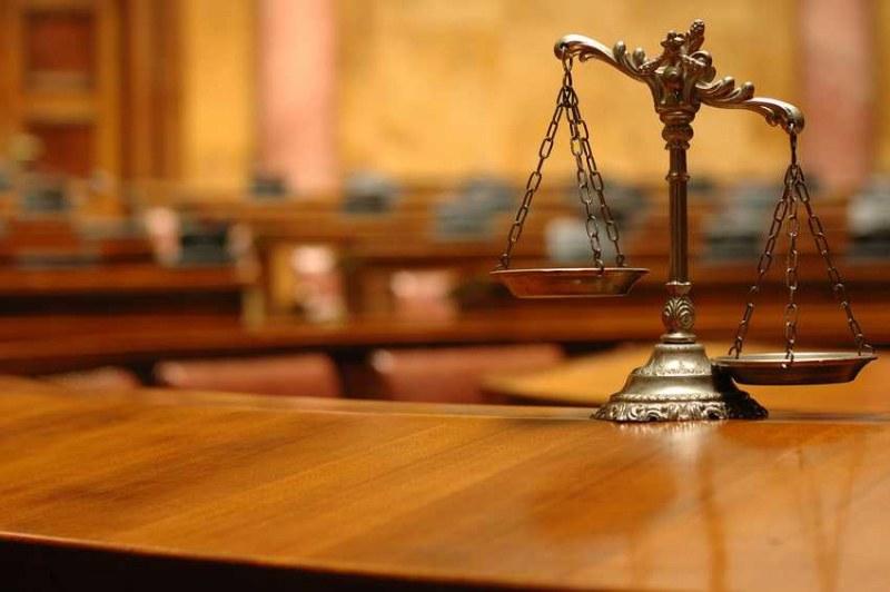 Обвиняем за обида на съсед припадна пред съдебната зала, със съмнения за инфаркт откаран в болница