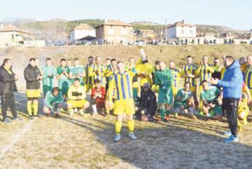 Емоции и наддаване за фланелката на Десподов на футболен турнир в Долна Градешница
