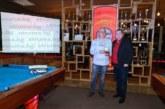 """Наградиха спортното перо на """"Струма"""" в Петрич Ст. Станчев за заслуги към билярда"""