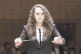 26-г. диригентка поема оркестъра на Камерна опера – Благоевград, увеличават състава с 12 щата, първото сопрано е млада дама, наполовина кипърка