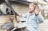 Майстор подпали с електрожен камион в Дупница, изгоря и част от покрива на съседите