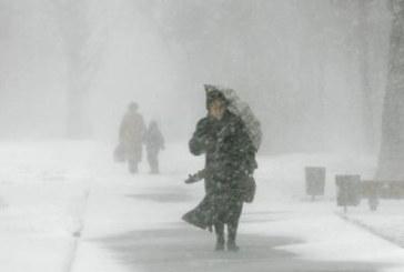 Истинска зима! Сняг и виелици в цялата страна