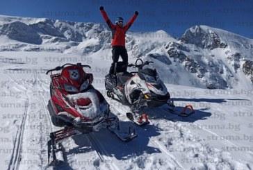 Алпинистът Г. Илков-Темето избяга от вирусите с моторна шейна из преспите на Рила