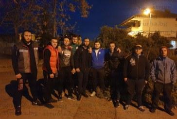 """10 младежи вдигнаха най-голямата сирница в Сандански и събраха за прошки съкварталците си от """"Смилово"""""""