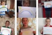 Ученици от Долно Осеново нарисуваха дъгата, за да дарят надежда