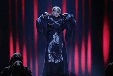 Мадона падна жестоко по време на концерт
