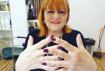 Богдана Карадочева всяка седмица ходи на маникюр