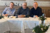 """Кметът Ап. Апостолов и синът му, депутатът от ГЕРБ Ст. Апостолов, гостуваха на испанската футболна легенда Лоренцо Санс, гледаха на живо Ел Класико и договориха специалисти от Симитли да изкарат стаж в школата на """"Реал"""" /Мадрид/"""