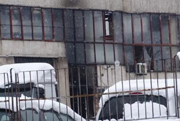 Пожар горя в цех за дограма в Благоевград