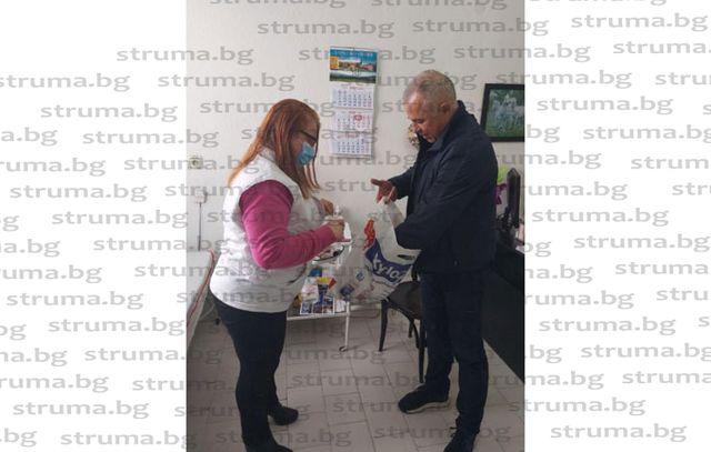 Джипитата в община Симитли получиха дарените от кмета Апостол Апостолов средства за защита и консумативи