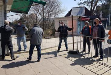 Монтираха заграждения на пазара в Дупница, днес го отварят