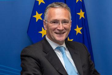 Шефът на научната структура на ЕС хвърли оставка заради COVID-19