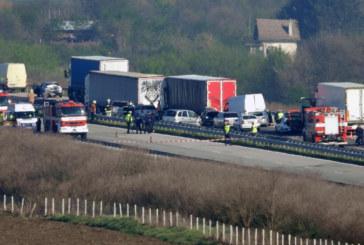 """2 камиона, 6 коли и 1 микробус във верижен сблъсък на АМ """"Марица"""""""