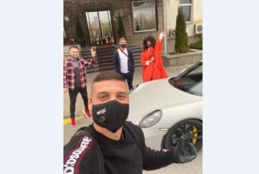 НА ТРЪГВАНЕ ЗА АВСТРИЯ! К. Десподов се сбогува с родината до автомобилен звяр