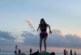 НАШИ ПО СВЕТА! Хаджидимовката Е. Попадинова демонстрира висша акробатика на плаж във Флорида
