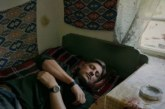 Владо Карамазов се скри в Родопите, спи и снима хора и пейзажи