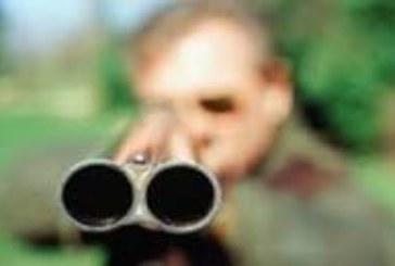 Възрастна жена от Кюстендилско преживя страшен шок, мъж я заплаши с ловна пушка