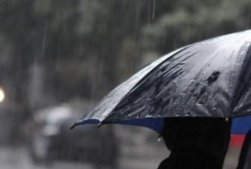 Облачно и дъждовно, температурите остават около 20 градуса