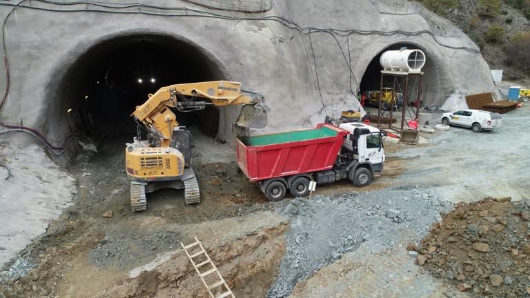 Министър Аврамова: Тунелът