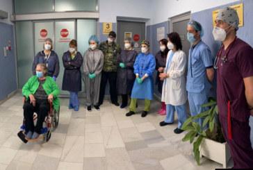"""Лекари от """"Св. Анна"""" спасиха 75-г. жена с коронавирус след 33 дни на командно дишане"""
