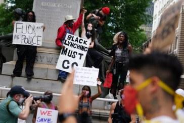 Протестиращи срещу полицейското насилие нападнаха и централата на CNN в Атланта