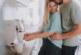 Какво се случва в тялото, когато се гушкате с половинката си