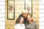 Бившият кмет на Благоевград К. Паскалев празнува заедно с внучката и дъщеря си