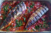 Скумрия на скара в доматен сос