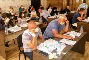 """Остър сблъсък в ОбС – Дупница за съдбата на """"Ученическо хранене"""""""
