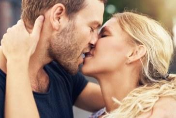 Осем начина, по които целувките ви правят по-здрави