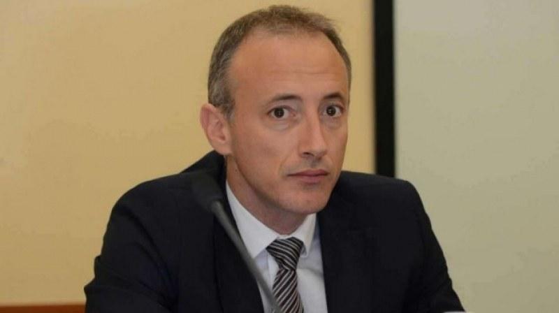 Министър Вълчев пое ангажимент да се срещне с хората от петричкото с. Михнево, заедно ще умуват за нароченото за закриване училище