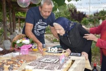 Баба Илинка поведе хорото за 100-г. си юбилей в двора на Дома са стари хора в Благоевград