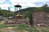 Бивши кметове трети месец в изолация, строят навес до  древен храм в благоевградското с. Габрово