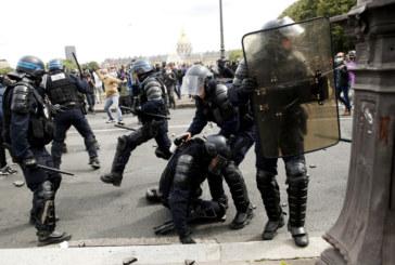 Сблъсъци с полицията на протест на здравните работници в Париж