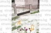 """СЪСЕДИ НА ЕКСОБЩИНСКИ СЪВЕТНИК СИГНАЛИЗИРАТ: Собственикът на хотел """"Езерец"""" затвори с антипаркинг тела общинска улица"""