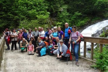Бистришкият водопад спря дъха на група кюстендилски турсисти