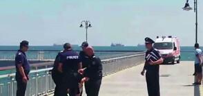 Пиян мъж се опита да скочи от моста в Бургас