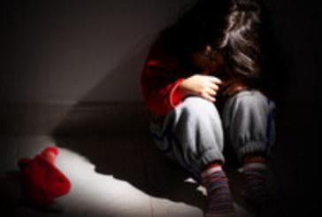 Полицията задържа майка, била детето си във видео
