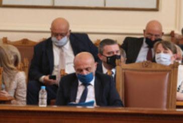 ПРЕДИ ДЕБАТА В НС: Министри готови да подадат оставки, ако премиерът им ги поиска