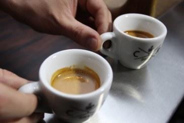 Диетолози: Внимавайте със студените чай и кафе