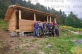 """Запалени планинари от село Бачево ремонтираха заслон """"Каракачански колиби"""" в Рила"""