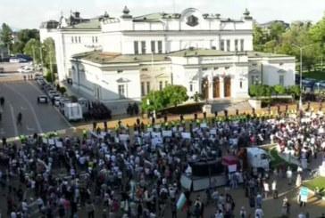 Пореден протест под прозорците на властта