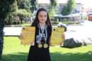 Банскалийка навръх 15-ия си рожден ден спечели сребро и бронз в международен конкурс с изпълнение на пиано и вокал, въпреки че се занимава с пеене само от 1 г.