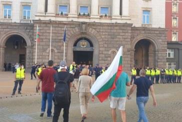 Протестът тръгна да блокира Орлов мост