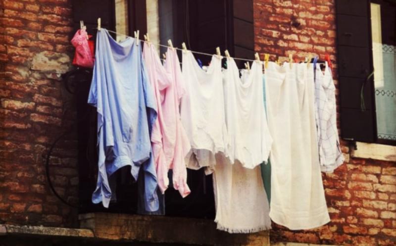 Какво става, ако простираме дрехите си на балкона в града