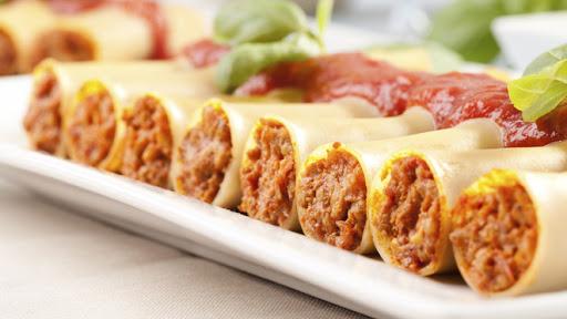 Канелони с кайма и доматен сос