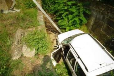 Кола падна в дере край Благоевград, двама пострадаха (СНИМКИ)