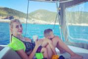 Антония Петрова се пече на яхта в Гърция